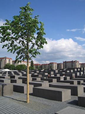 Holocaust_memorial_tree