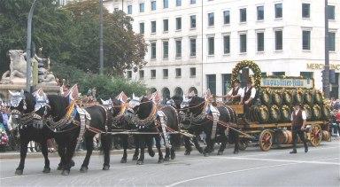1024px-Brauereiwagen_Augustinerbraeu-1.jpg